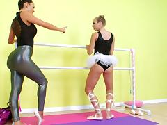 Chastity Lynn fucks Franceska Jaimes with a huge dildo strapon
