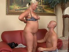 Fat granny shows off her experience to a younger dude