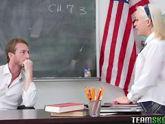 Cute American blonde chick penetrated in the middle of the classroom