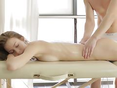 Skinny girl agrees to participate in penetration after the massage
