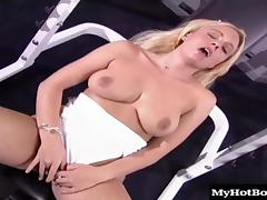 Lusty blonde bitch gets nailed really hard in the gym