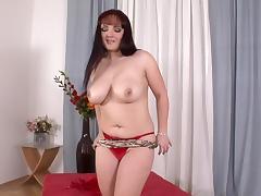 Merylin demonstrates her naked body