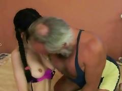 Older man wants to make her cum